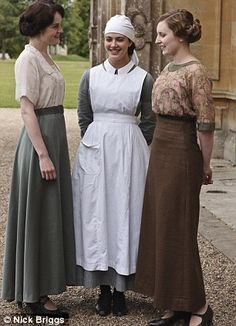 """Lady Mary (Michelle Dockery) - - Lady Sybil (Jessica Brown-Findlay) - - Lady Edith (Laura Carmichael) - - Downton Abbey """"The Crawley Sisters"""" - I feel like the best seasons of """"Downton"""" are in the past unfortunately :( Downton Abbey Costumes, Downton Abbey Fashion, Downton Abbey Season 1, Edwardian Fashion, Vintage Fashion, Edwardian Era, French Fashion, Edith Crawley, Lady Mary Crawley"""
