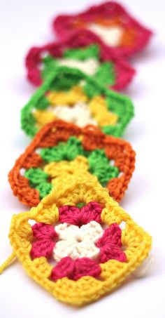 crochet Colourful granny squares DIY knitted chevron blanket Love these colors! Crochet Motifs, Crochet Stitches Patterns, Crochet Squares, Crochet Granny, Crochet Yarn, Crochet Classes, Crochet Projects, Love Crochet, Crochet Gifts