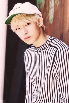 his face same like my crush tho HAHAHHA btw winwin look better then him HAHHAA