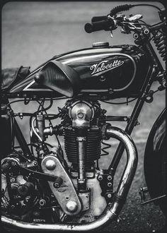 Vintage Motorcycles 467318898817488609 - Source by patricepegoraro Triumph Motorcycles, Old School Motorcycles, Antique Motorcycles, British Motorcycles, Cool Motorcycles, Vespa Vintage, Vintage Bikes, Classic Motors, Classic Bikes