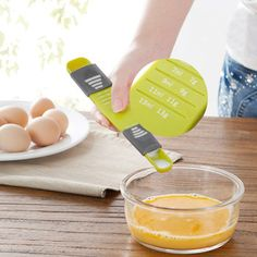 Do you want to measure with rightness different ingredients while you cooking? We have something just for you! With this Measuring Spoon With Adjustable Quantitative Scale you will be more accurate when prepare the dishes.