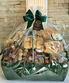 Homemade Gift Baskets, Best Gift Baskets, Wedding Gift Baskets, Wedding Favor Bags, Homemade Gifts, Diy Gifts, Cafe Pan, Bread Gifts, Breakfast Basket