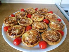 recette Tartelettes apéro, lardons, camembert. Cheese Appetizers, Appetizer Recipes, Tapas, Entrees, Breakfast Recipes, Brunch, Easy Meals, Food And Drink, Snacks