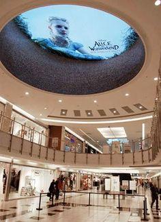 Cool mall promo for Tim Burton's Alice in Wonderland.