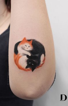 Regardless of what tattoo style you're looking for, Deborah Genchi will have you covered. You'll fall in love with her incredibly versatile tattoos. Body Art Tattoos, Small Tattoos, Tatoos, Wing Tattoos, Yin Yang Tattoos, Cat Tattoo Designs, Animal Tattoos, Beautiful Tattoos, Tattoo Studio