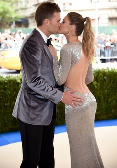Gisele Bündchen Wears Sexy Gown to 2017 Met Gala with Tom Brady Tom Brady E Gisele, Gisele Bundchen Tom Brady, Tom And Gisele, Gisele Bündchen, Gisele Hair, Backless Gown, Met Gala Red Carpet, Celebrity Couples, Mannequin