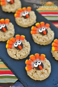 rice krispie treats with M & M's | Turkey Rice Krispie Treats decorated for Thanksgiving! Easy dessert ...