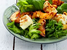 Grillattu nektariini sekä mehevä halloumi-juusto höystävät kesäisen salaatin. http://www.yhteishyva.fi/ruoka-ja-reseptit/reseptit/grillattu-nektariini-halloumisalaatti/014467