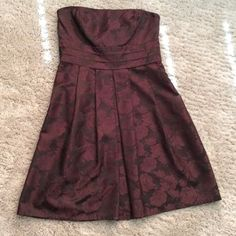 Ann Taylor brown strapless dress Ann Taylor brown strapless floral print dress. Size 14-100% silk lining, side zip. This is a gorgeous dress!!! Very well made. Ann Taylor Dresses Strapless