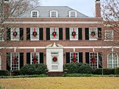 Decorating Your Home with Elegant Christmas Decorations Christmas Wreaths For Windows, Front Door Christmas Decorations, Elegant Christmas Decor, Classy Christmas, Holiday Decor, Cottage Christmas, Christmas Porch, Christmas Lights, Christmas Ideas