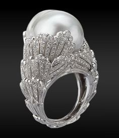 Wow! Diamonds and Pearl ring (Buccellati)