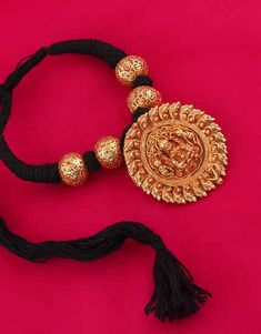 Jewelry Design Earrings, Gold Jewellery Design, Beaded Jewelry, Gold Mangalsutra Designs, Golden Jewelry, Thread Jewellery, Indian Wedding Jewelry, Chocker, Jewelry Patterns