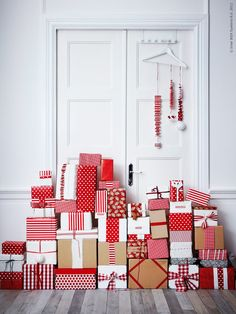 Christmas Wrapping in what I like to call Ikea Red paired with simple ol' white. Noel Christmas, Merry Little Christmas, Christmas And New Year, All Things Christmas, Winter Christmas, Christmas Crafts, Christmas Decorations, Holiday Decor, Family Christmas