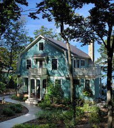 Turquoise Cottage ( J. Visser Architects) (blue lake by Benjamin Moore)