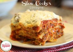 An easy and tasty Slow Cooker Lasagna recipe. The best part is the crock pot does all the work. It's one of the best slow cooker recipes of all times. Best Crockpot Recipes, Crockpot Dishes, Slow Cooker Recipes, Cooking Recipes, Crockpot Meals, Cooking Tips, Best Meatloaf, Meatloaf Recipes, Lasagna Recipes