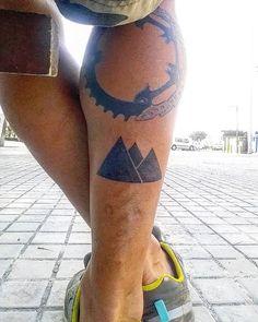 """Yo y mis tattoos que me identifican """"Mountainlover...mi plato de bici y mi freno…"""