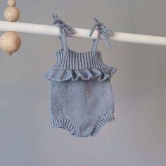 @strikkemas Snuppelureromperen med snorer  #gavestrikk #teststrikk #knitsofig #strikkeinspo #strikkeromper #strikktilbarn #babyknits #dalelerke #jentestrikk #sommerstrikk #snuppelureromper Baby Knitting Patterns, Baby Patterns, Crochet Bebe, Knit Crochet, Knitted Romper, Diaper Covers, My Baby Girl, Kids And Parenting, Baby Dress