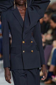 Schiaparelli Spring 2020 Couture Fashion Show - Vogue White Fashion, Love Fashion, Fashion Show, Gothic Fashion, Fashion 2020, Runway Fashion, Couture Jackets, Haute Couture Fashion, Couture Collection