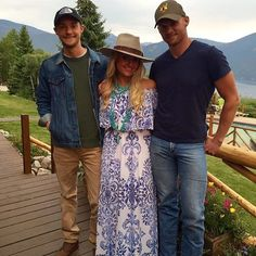 How gorgeous does @ashleycherrington look in Colorado in our @showmeyourmumu maxi?! Love the way you accessorized your look! (Sorry ladies cute guys not included) #vcstyle #shopvc #ootd #lotd #whatiwore #mu #westvirginia #wv #huntingtonwv #womensstyle #womensfashion #fashion #streetstyle #style #stylist #boutique #boutiqueshopping #instacool #instadaily #instastyle #instafashion #igers #fall16 #onlineshopping #igshop #shopping #instashop #instalike