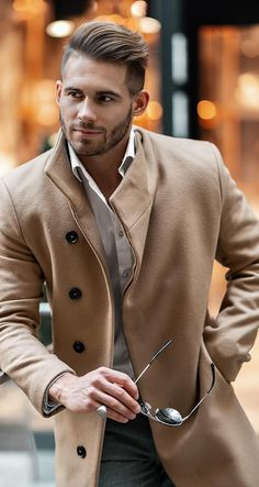 Medium length hair styles are the trend these days when it comes to men's looks. These styles are simple to create and give men suave and well groomed looks with a bit of flair. Trendy Mens Hairstyles, Mens Medium Length Hairstyles, Trendy Haircuts, Popular Haircuts, Haircuts For Men, Men's Hairstyles, Hairstyle Hacks, Formal Hairstyles, Medium Hair Styles