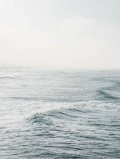 ocean waves / blue / the sea / nature photography Ligne D Horizon, Sea Photography, Travel Photography, All Nature, Ocean Waves, Ocean Ocean, Water Waves, Ciel, Strand