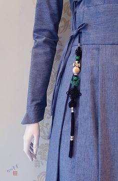신작 공개! 한복 원피스 <천의 철릭 2.0> ★천의무봉 생활한복 : 네이버 블로그 Korean Traditional, Traditional Outfits, Modern Hanbok, Diy Clothing, Korean Fashion, Kimono, Logo Design, One Piece, Sewing