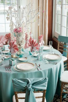 Soft blue & dusty rose table decorations.