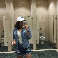 @mariahtychelle ♡ Such a look. I mean. Just look at that toilet. One of them can even hold a phone.
