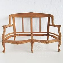 Our popular range of two and three seater sofa's are true to antique furniture styles of the past. Majority of our settees have matching armchairs to create the perfect set. Royal Furniture, Indian Furniture, Furniture Upholstery, Furniture Styles, Diy Furniture, Furniture Design, Leather Furniture, Wooden Sofa Set, Wood Sofa