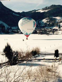 Was war das für ein geniales Wochenende oder? :-) Blauer #Himmel #Schnee #Sonne und tolle Ausblicke überall im #Chiemgau was will man mehr. Seit gestern Abend ist es nun wieder schön am schneien, also kommt gut in die neue Woche und fahrt vorsichtig ;-) #Oberwoessen #Heissluftballon #winter #bayern #alps #aussicht #ausblick