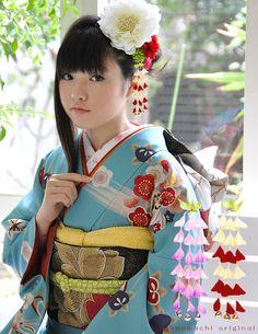 Kanzashi and kimono #japan #kimono #kanzashi