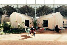 En cinq mois, les architectes de Langarita-Navarro ont réussi un beau pari, celui de créer un lieu simple et adapté pourvu de plusieurs espaces afin d'abriter un studio d'enregistrement et de radio, des bureaux et des espaces de création musicale le tout dans 4 700 m2.