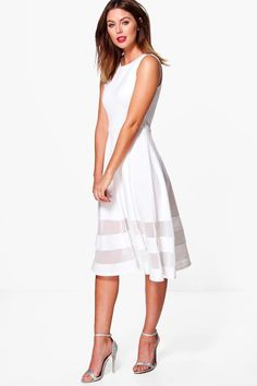 50% off with code YAY50! Dresses are the most-wanted wardrobe item for day-to-night dressing.   From cool-tone whites to block brights, we've got the everyday skater dresses and party-ready bodycon styles that are perfect for transitioning from day to play. Minis, midis and maxis are our motto, with classic jersey always genius and printed cami dresses the season's killer cut - add skyscraper heels for a serioulsy statement look. Dress up or down in style with boohoo.