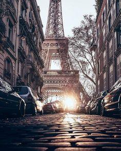 ... y otra vista más de la torre Eiffel, París.