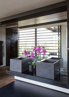 Descubra fotos de Banheiros modernos por Nico Van Der Meulen Architects . Veja fotos com as melhores ideias e inspirações para criar uma casa perfeita.