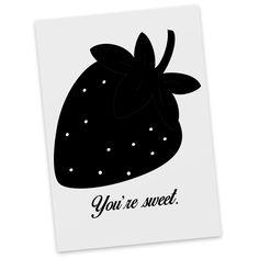 Postkarte Erdbeere aus Karton 300 Gramm  weiß - Das Original von Mr. & Mrs. Panda.  Diese wunderschöne Postkarte aus edlem und hochwertigem 300 Gramm Papier wurde matt glänzend bedruckt und wirkt dadurch sehr edel. Natürlich ist sie auch als Geschenkkarte oder Einladungskarte problemlos zu verwenden. Jede unserer Postkarten wird von uns per hand entworfen, gefertigt, verpackt und verschickt.    Über unser Motiv Erdbeere  ##MOTIVES_DESCRIPTION##    Verwendete Materialien  Es handelt sich um…