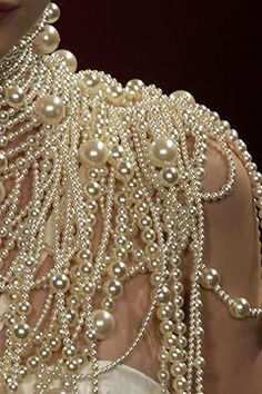 Pearl Shoulder Detail at Givenchy Haute Couture Vintage Accessoires, Jewelry Accessories, Fashion Accessories, Bridal Accessories, Fashion Clothes, Women Accessories, Fashion Jewelry, Pearl And Lace, Ivory Pearl