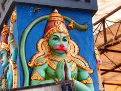 Reliéf na sloupu v hinduistickém chrámu v Malé Indii v Singapuru - 2/2017