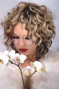 Die 13 besten Bilder auf Dauerwelle  Curly hair styles Hairdos und Curly hair