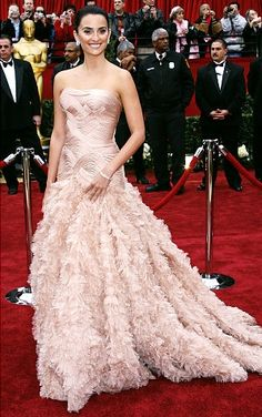 Love this Penelope Cruz Gown!  Oscars fashion: Best Academy Awards red carpet gowns of all time - NY Daily News