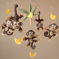 DIY felt monkey and banner animal baby mobiles - kids crafts, handmade animal mobile Diy Mobile, Felt Mobile, Hanging Mobile, Mobile Kids, Monkey See Monkey Do, Monkey Girl, Monkey Baby, Kids Crafts, Felt Crafts