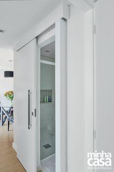 Porta de correr no banheiro pra ganhar espaço