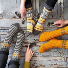 #kammebornia Knitting Socks, Hand Knitting, Knitting Patterns, Fair Isle Knitting, Knit Socks, My Socks, Cool Socks, Mitten Gloves, Mittens