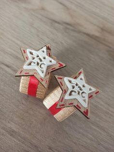 Rustic Napkin Rings, Rustic Napkins, Handmade Christmas Decorations, Handmade Christmas Gifts, Handmade Gifts, Christmas Napkin Rings, Christmas Napkins, Thanksgiving Table Settings, Christmas Table Settings