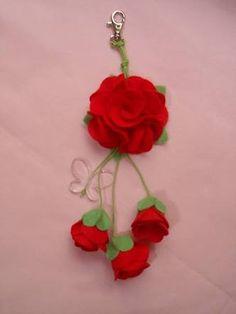 Resultado de imagem para chaveiro flor em feltro