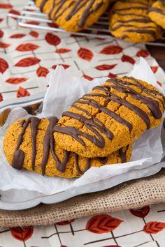 Oil-free Chocolate Pumpkin Protein Bars - under 200 calories! #glutenfree #dairyfree #paleo