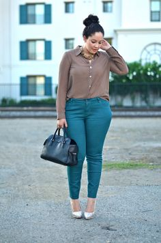 loveallchubbygirls: Plus Outfit idea from girl with curves Plus Size Work, Looks Plus Size, Plus Size Girls, Plus Size Fashion Blog, Curvy Girl Fashion, Womens Fashion, Fashion Beauty, Moderne Outfits, Teal Pants