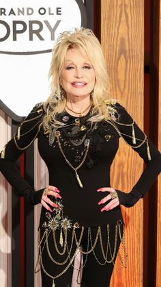 Dolly Parton says her husband Carl is her 'biggest supporter behind the scenes' Dolly Parton Tattoos, Dolly Parton Wigs, Robin Roberts, Sexy Older Women, Famous Celebrities, Role Models, Movie Stars, Style Icons, Beautiful Females
