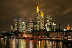 'Frankfurt+skyline+at+night'+von+Stefano+Politi+Markovina+bei+artflakes.com+als+Poster+oder+Kunstdruck+$19.41
