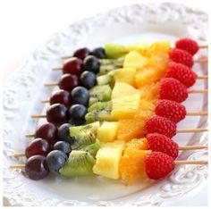 Rainbow fruit kebabs fruits vary in colour convenient snack Rainbow Fruit Kabobs, Rainbow Food, Fruit Skewers, Rainbow Theme, Shish Kabobs, Rainbow Snacks, Rainbow Birthday, Rainbow Pancakes, Kids Rainbow